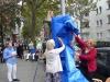 04-Enthüllung-der-Ausstellungssäulen-mit-Bezirksbürgermeisterin-Schöttler-rechts